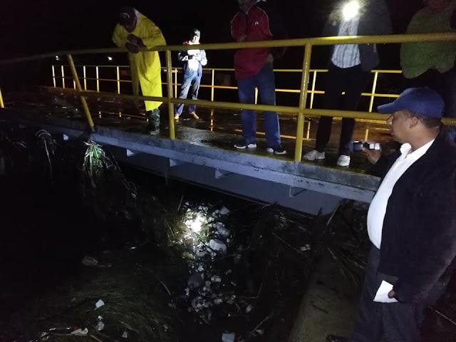 Constanza: Colapsan varios puentes; lluvias inundan cosechas