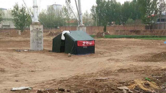 Barraca policial junto à estrada para intimidar romeiros
