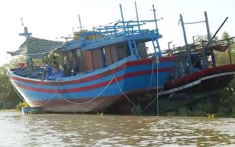 Cứu 6 ngư dân gặp nạn trên biển vào bờ an toàn
