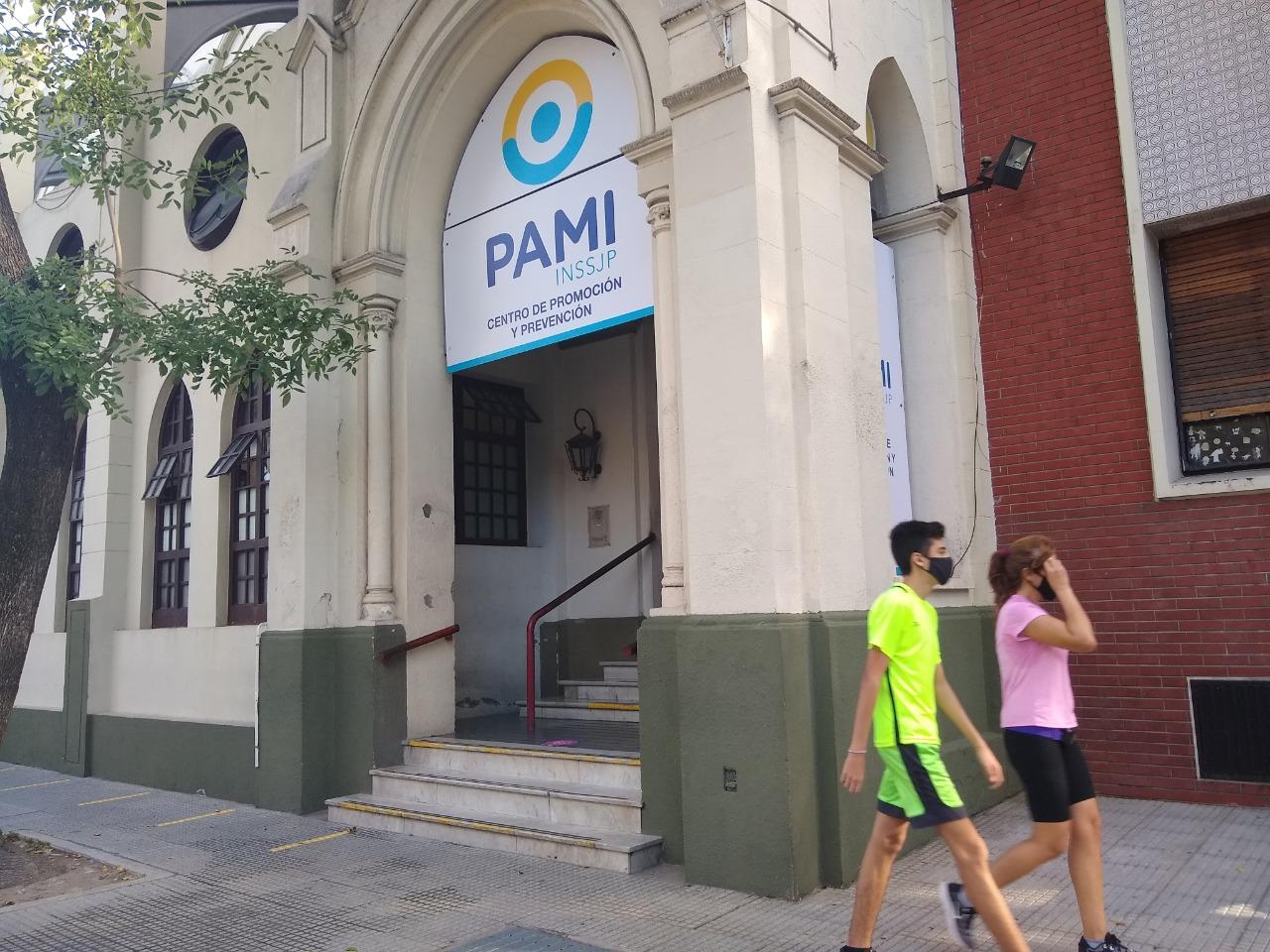Polémica por la vacunación: la Ciudad responsabilizó al PAMI por la lista con muertos y personas inexistentes