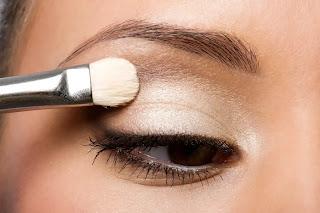 طريقة عمل مكياج العيون المبطنة