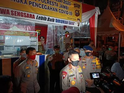 Dansat Brimob Polda Jambi Dampingi Kapolda Jambi Meninjau Posko Ops Ketupat di Kota Jambi