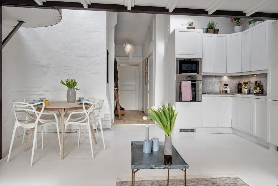Białe mieszkanie na poddaszu, wystrój wnętrz, wnętrza, urządzanie domu, dekoracje wnętrz, aranżacja wnętrz, inspiracje wnętrz,interior design , dom i wnętrze, aranżacja mieszkania, modne wnętrza, styl klasyczny, styl skandynawski, biała kuchnia, styl skandynawski