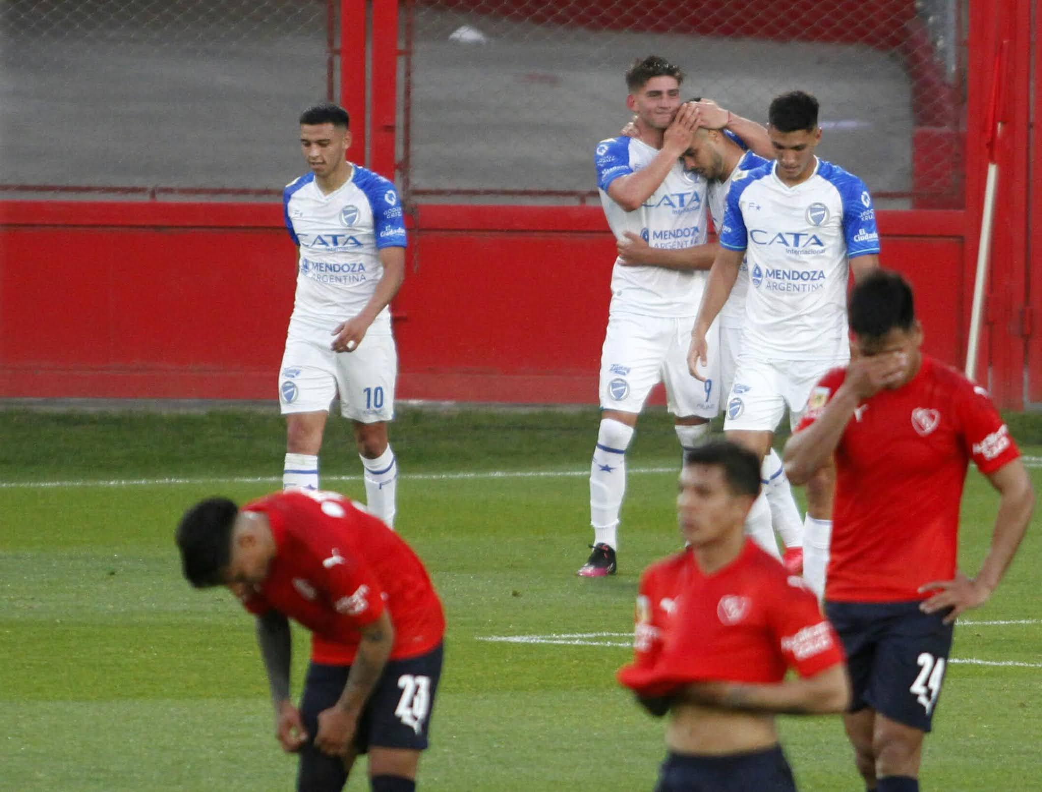 Independiente cayó esta noche ante Godoy Cruz por 4 a 1, en Avellaneda. en partido por la 13ra. fecha del torneo de la Liga Profesional de Fútbol.