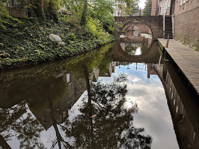 A whimsical reminder of Hieronymus Bosch in a Den Bosch canal.