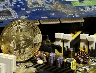Facebook bans bitcoin and cryptocurrency ads