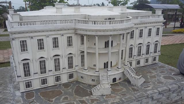 Miniatur White House di Small World