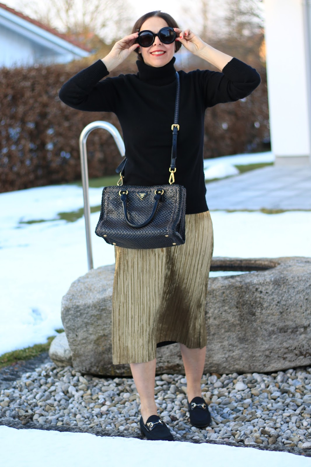 Outfit golden pleated skirt
