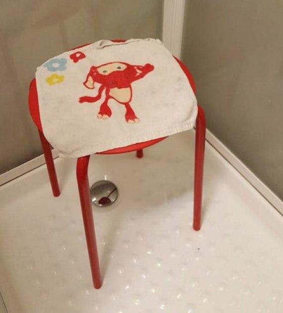 Se queja de IKEA porque se le atora el testículo en su silla