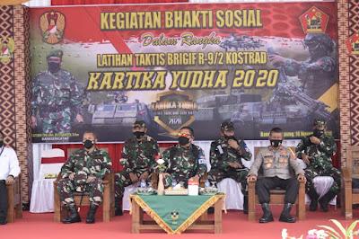 Danrem 043/Gatam Dampingi Dankodiklatad Laksanakan Baksos Dalam Rangka Latihan Ancab