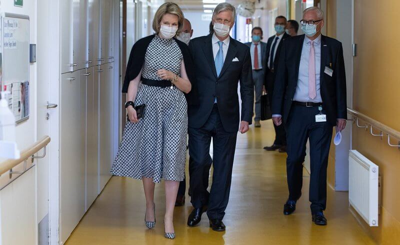 Queen Mathilde wore a new sleeveless houndstooth midi dress from CH Carolina Herrera, and houndstooth toe pumps from Carolina Herrera