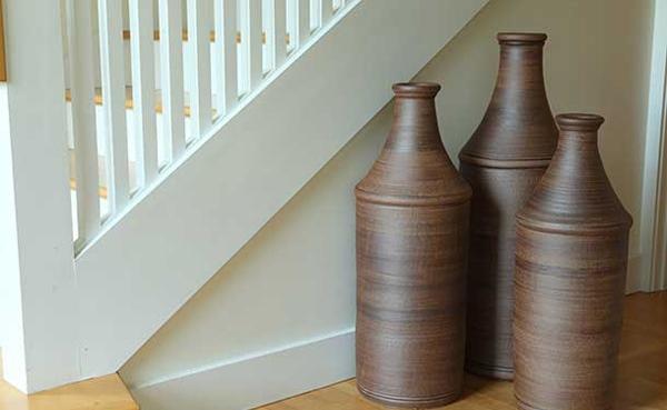 Desain Vas Bunga Lantai untuk Mempercantik Ruang Tamu