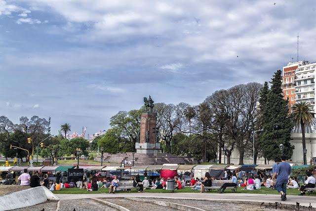 Paisaje ciudadano con el monumento a Carlos María de Alvear
