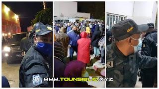 (بالفيديو) تجمع كبير واحتجاجات دخل مستشفى جندوبة:  و طرد رئيس الحكومة هشام المشيشي من قبل المواطنين...