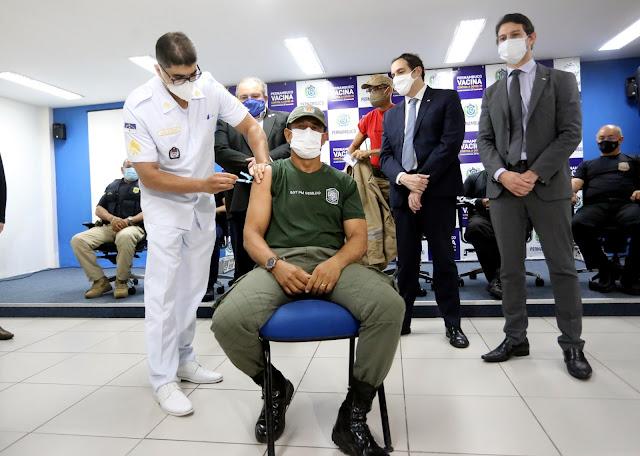 Pernambuco inicia imunização dos profissionais da segurança pública