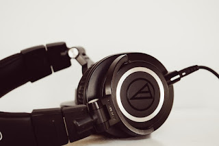 close back headphone