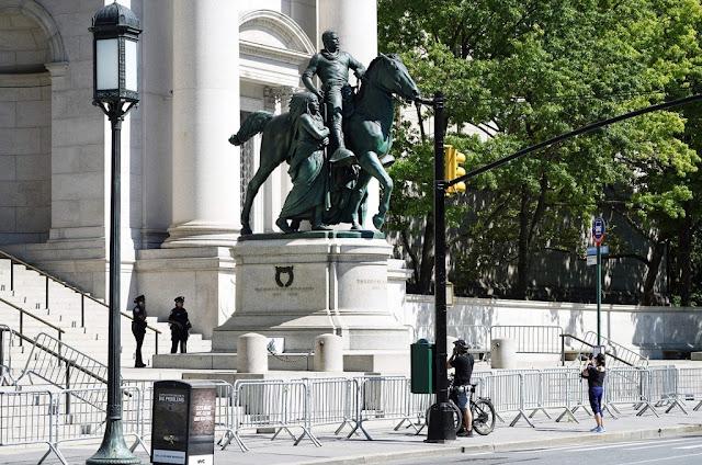 EUA | A estátua de Theodore Roosevelt vai cair. Este é seu passado sombrio