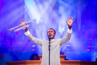 nathaniel bassey and his trumpet on stage