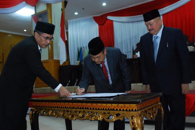 Gubernur Sumsel Menyampaikan penjelasan terhadap Dua Raperda  Pada Sidang Paripurna DPRD Sumsel