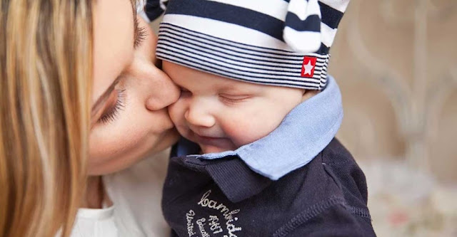 Μαμά, Μανούλα, Μάνα, Μανουλίτσα όπως και να την φωνάζουμε η Μητέρα μας είναι μία και μοναδική. Πηγή της ζωής και της πρώτης πνοής. Ζεστή αγκαλιά μέρα – νύχτα. Το χάδι της, οι συμβουλές της είναι αξία ζωής, κίνητρο έμπνευσης στις δύσκολες αλλά και στις χαρούμενες στιγμές μας. Η παρουσία της ή η απουσία της καθορίζει κάθε ανθρώπινη ύπαρξη.
