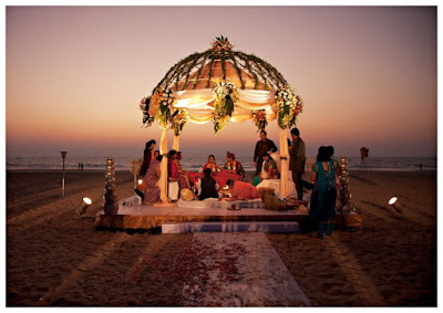Weddings In Two Opposite Styles: Destination Wedding Vs. Elopement