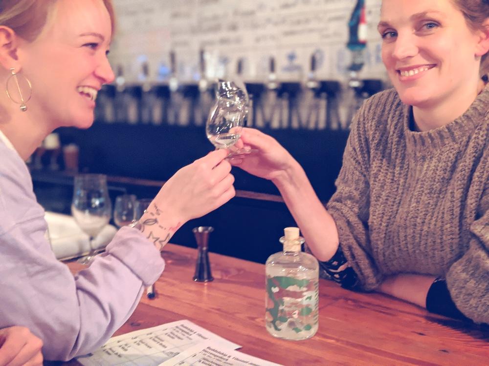 Buddelship Bier und Filosoof Jenever - die moderne Interpretation des traditionellen Herrengedecks in der Hamburger Bar Oorlam.