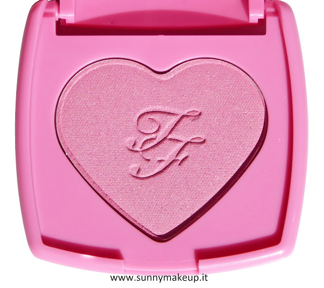 Too Faced - Happily Ever Lasting Lip & Cheek Duo. Kit Natale 2015. Blush Love Flush nella colorazione Justify My Love.