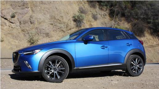 Mazda CX-3: blue color