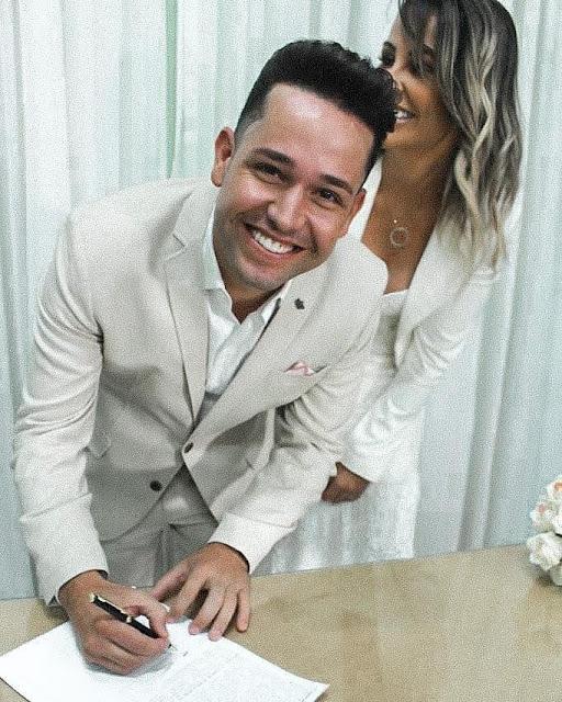 """Pr. Lucas anuncia casamento com Tati Moreto: """"Somos um"""""""