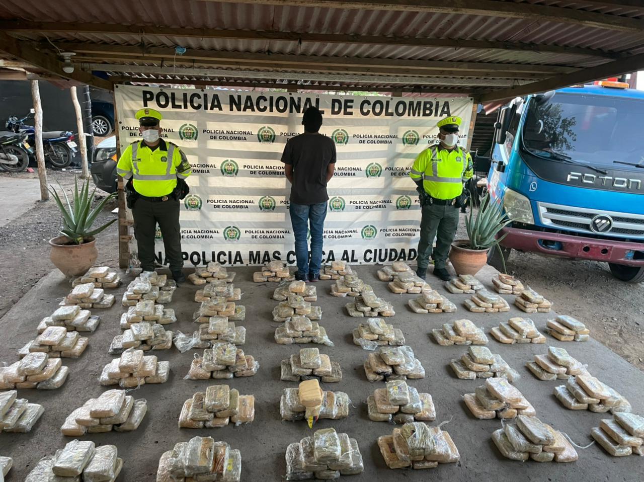 https://www.notasrosas.com/Policía Guajira incauta más de 220 kilos de marihuana, en Maicao