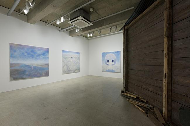 """Lights Shimmering Between Realms"", 2017. Installation view, Kaikai Kiki Gallery. Photo Ikki Ogata."