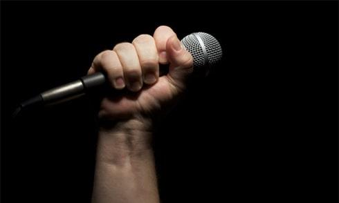 Nhược điểm của micro karaoke bluetooth loại thông thường