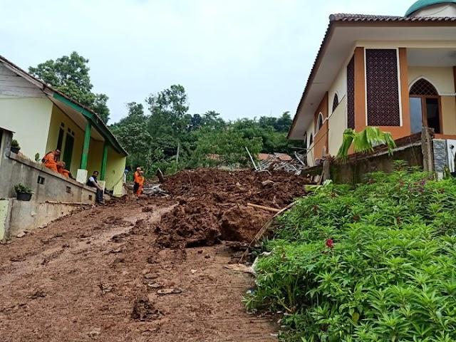 Kemensos Salurkan Bantuan Rp1,05 M untuk Korban Tanah Longsor