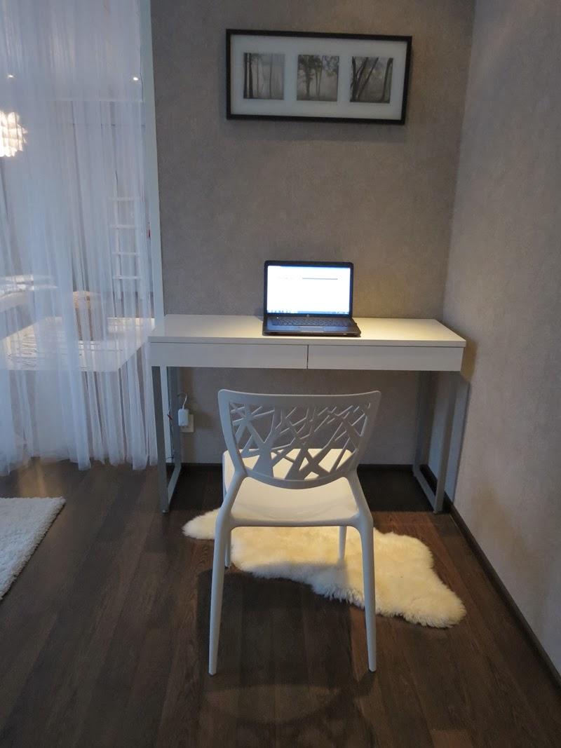 pöytä korkeakiilto valkoinen