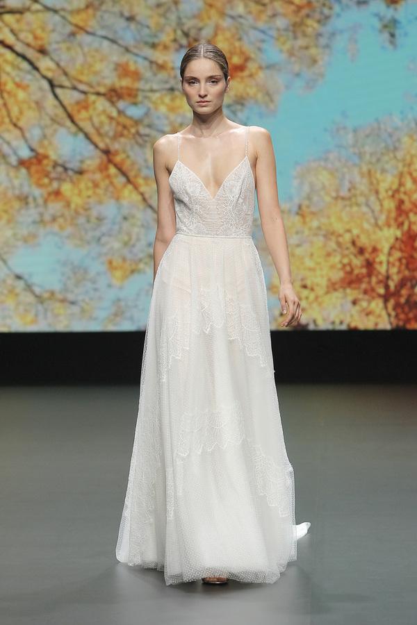 Valmont Barcelona Bridal Fashion Week 2021: Flora