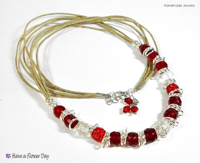 LUAM. Collar con cristal rojo · Red crystal necklace