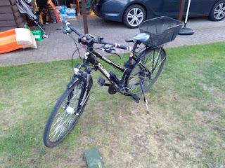 Trekkingrad mit Fahrradkorb