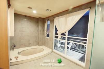 日式風情溫泉池