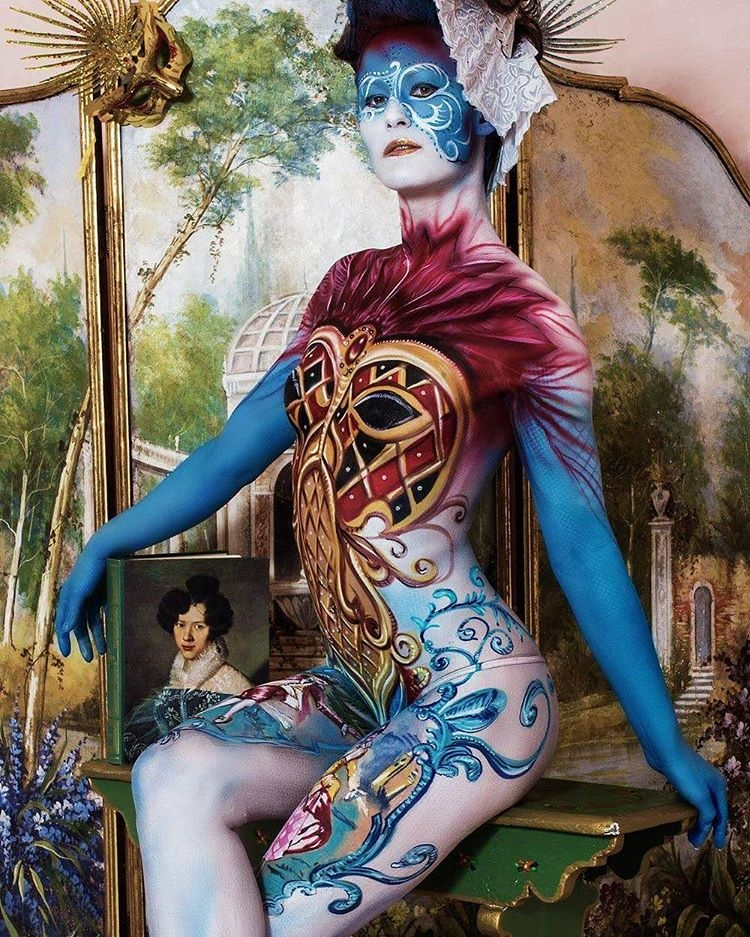 02-Ermanna-Seccacini-Marina-Evangelista-Da-Damos-Lucia-Postacchini-Paintings-on-a-Human-Canvas-with-Body-Painting-www-designstack-co