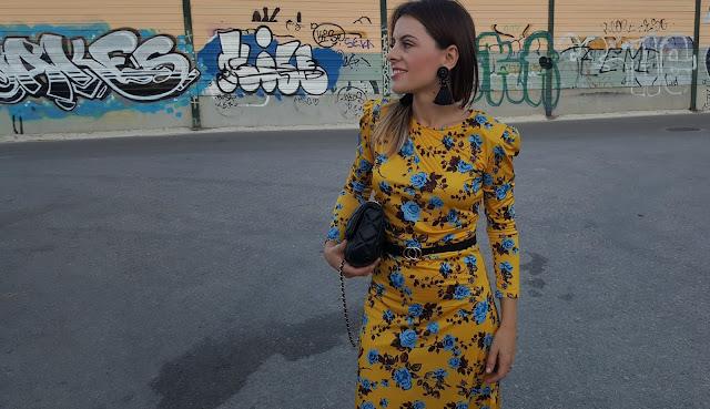 vestido-amarillo-floral-todoloquemellama