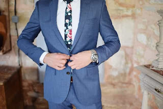 Style and fashion tips:- Unbuttoned suit