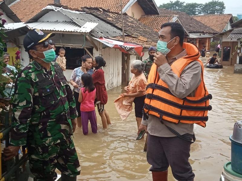Dansektor 7 Dampingi Kordinator Kemenko Bidang Kemaritiman Tinjau Lokasi Banjir Dayeuhkolot