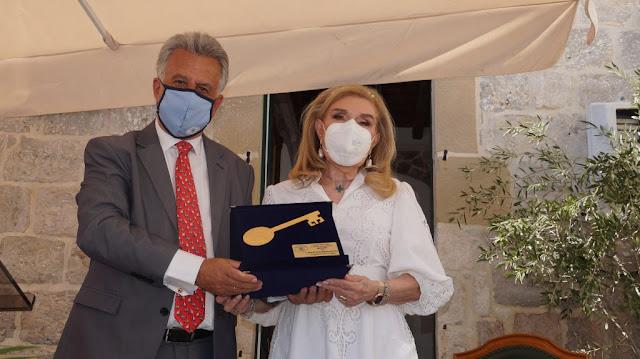 Με το Χρυσό Κλειδί τίμησε ο Δήμος Ερμιονίδας την μεγάλη ευεργέτιδα Μαριάννα Βαρδή Βαρδινογιάννη