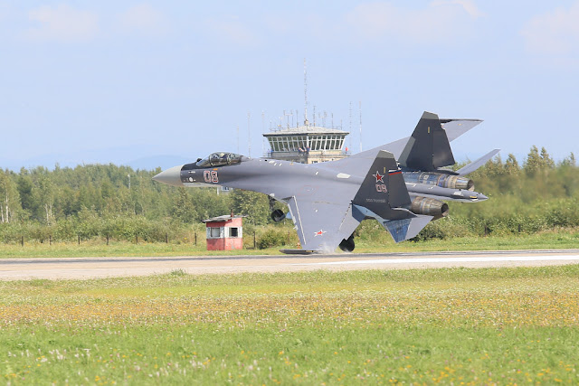 Su-35S hard landing in KNAAPO