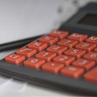Kalkulator w celu wyliczenia wyników z zarabiania na bankach