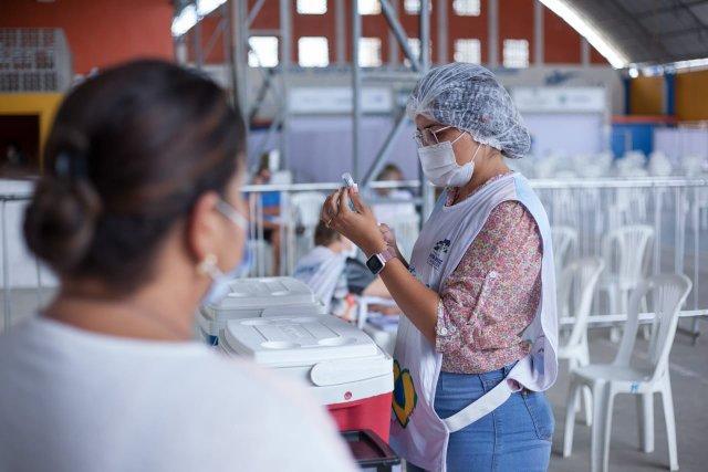 Santa Cruz inicia vacinação contra covid-19 em pessoas a partir de 48 anos