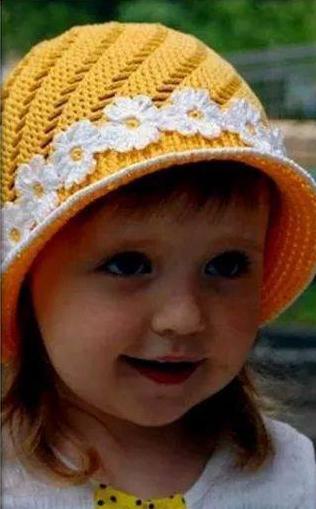 Patrón 982 Gorro Niña a Crochet