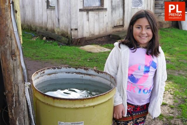 Wrangler entrega estanques para agua a vecinos de Champulli