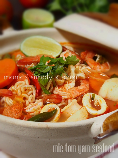 mie tom yum seafood