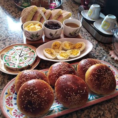 تشكيلة موائد من الفطور المغربي الاصيل